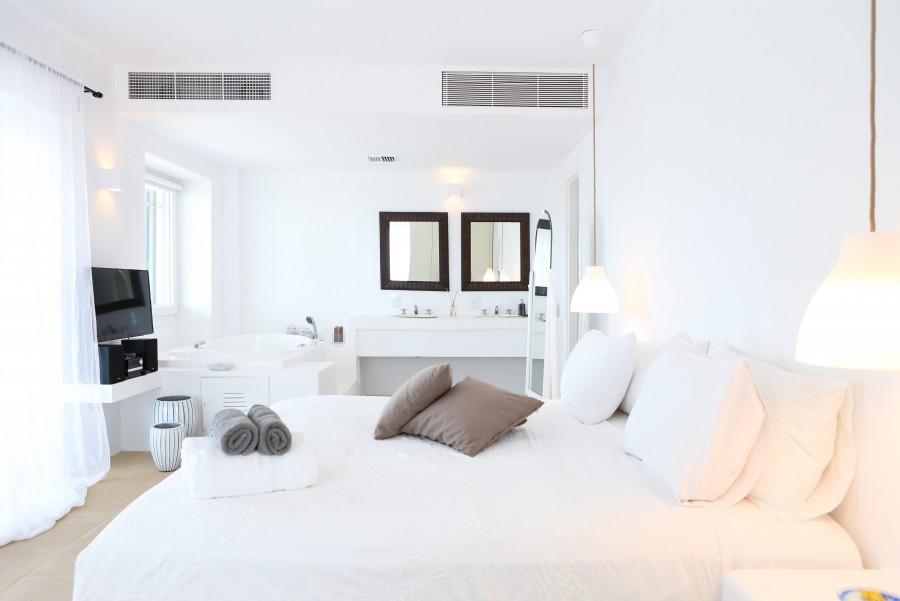 Main-House-Master-bedroom-e