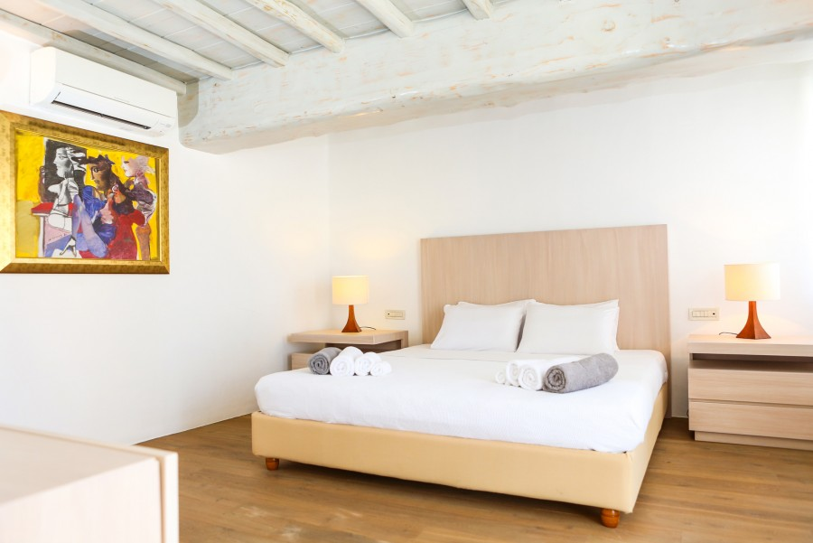 Main-House-master-bedroom-c